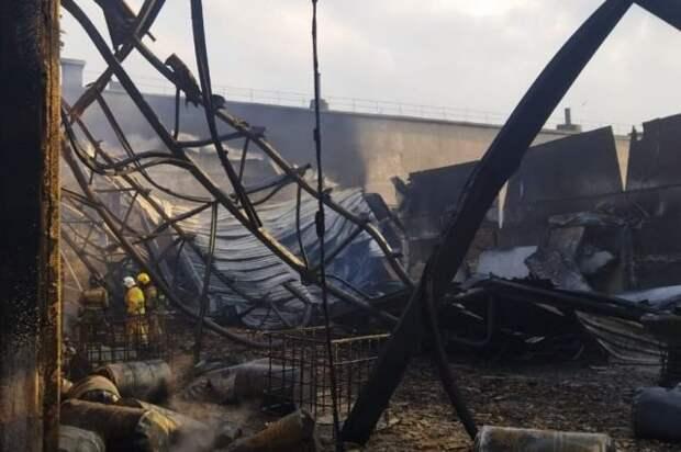 В Ростовской области произошёл пожар на складе с горючими материалами