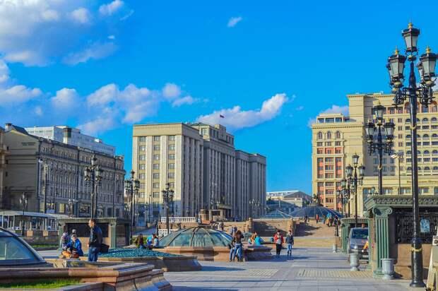 Москвичам запретили гулять в парках и посещать детские площадки