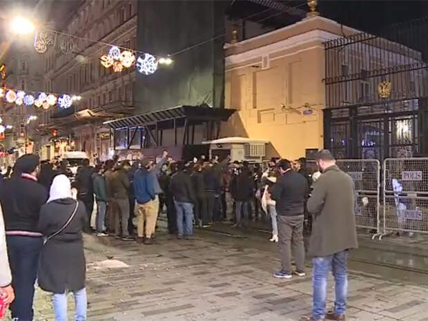 В Стамбуле из-за протестов спецназ охраняет здание генконсульства РФ