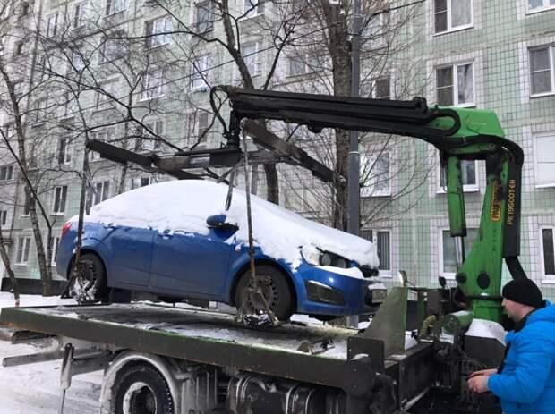 В Марьине автомобили должников эвакуировали на штрафстоянку