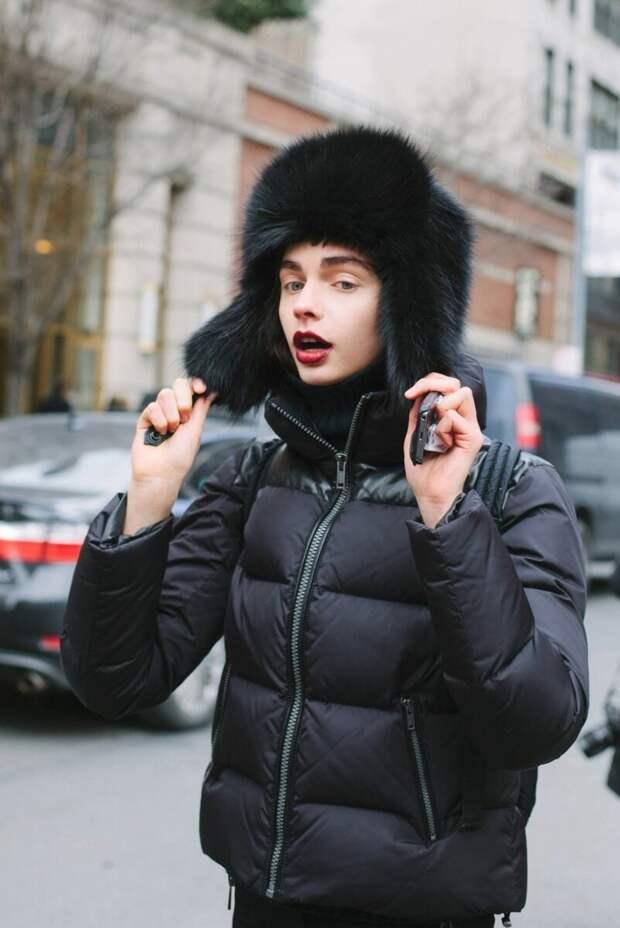 Образ с пуховиком и меховой шапкой. /Фото: s1.intermoda.ru