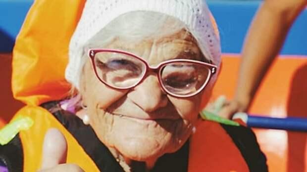 91-летняя бабушка Лена из Сибири путешествует по всему миру