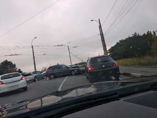 В Симферополе возле ж/д вокзала произошло ДТП