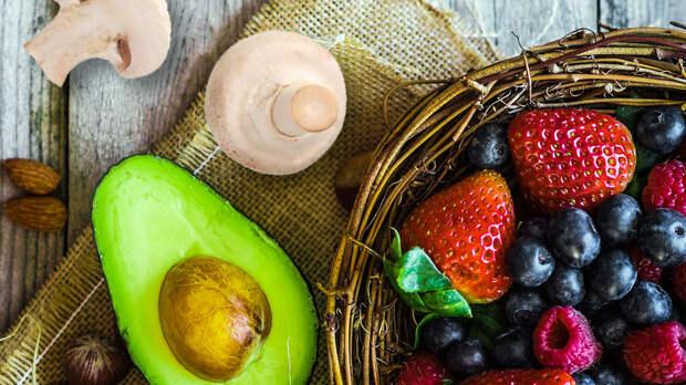 Авокадо, грибы и ягоды: основные продукты, которые нужно есть каждый день для здоровья