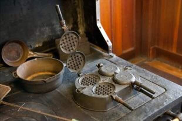 Раздавить чеснок, испечь вафлю. Как применить кухонные гаджеты из СССР