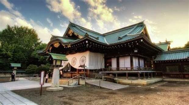 Кисида отправил подарок храму Ясукуни, покровительствующему японским воинам