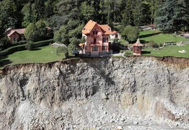 Дом на обрыве