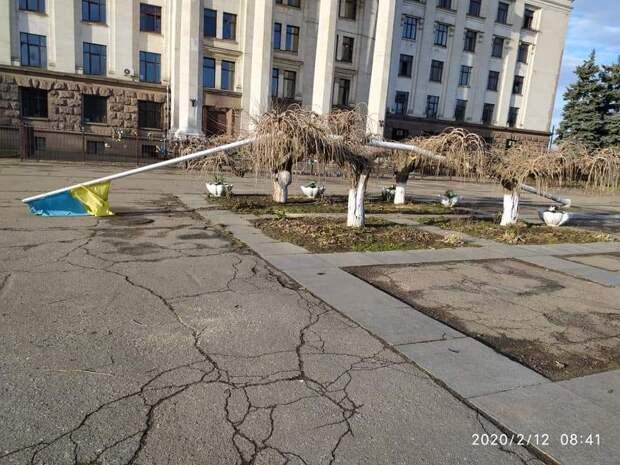 Ветер снес украинский флаг в Одессе – время искать «агентов Кремля»
