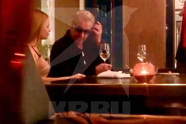 Блондинка, но не Лобода: лидера группы Rammstein застукали на свидании с русской девушкой