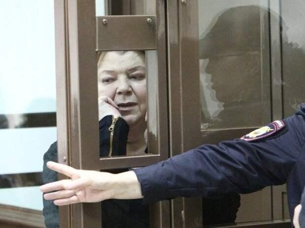 «Сука, тварь конченная»: главбуха Серебренникова заклеймили в суде