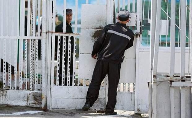 «Жизненно важные органы не задеты — п**дите дальше». Как в красноярском ЕПКТ-31 годами пытают заключенных - «Исповедь»