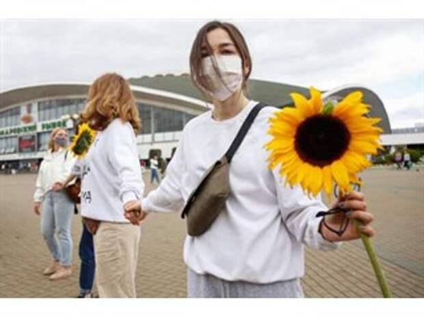 От цветочков силовикам до геноцида русского населения — чем обернётся белорусский майдан