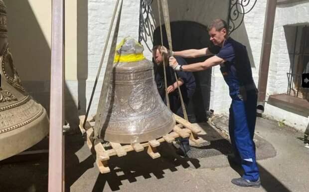 В храм в Куркине привезли два именных колокола