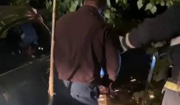 В Башкирии автомобиль съехал в кювет – водитель в реанимации, пассажир погиб