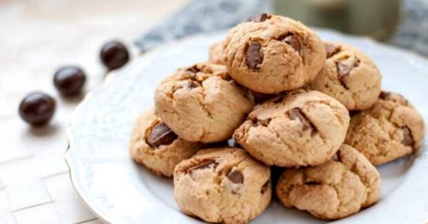 Рецепт: домашнее печенье с кусочками шоколада