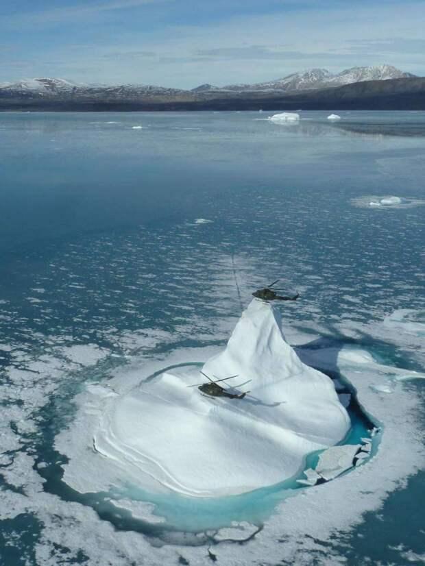 Вертолеты на айсберге