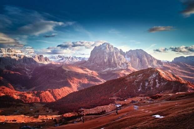 Свет и тени в Доломитовых Альпах. (Фото Tomasz Grzyb/Kolari Vision):