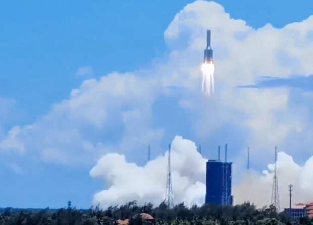 Китай запустил свой первый марсоход