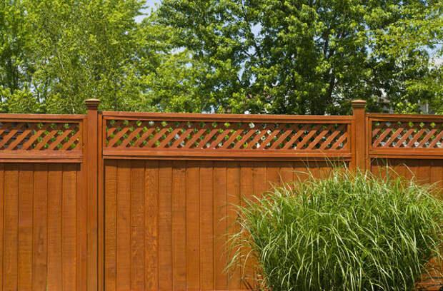 Глухой деревянный забор