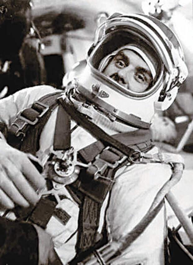 Человек, который упал из космоса (видео)