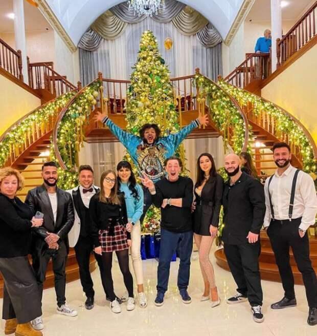 Филипп Киркоров показал, кто пришел к нему в гости на Новый год