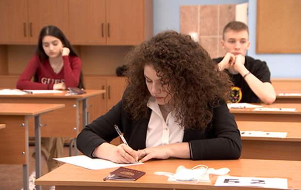 Российские выпускники сегодня пишут итоговое сочинение