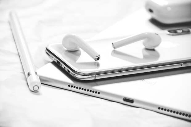 Компания Apple планирует выпустить стеклянные наушники