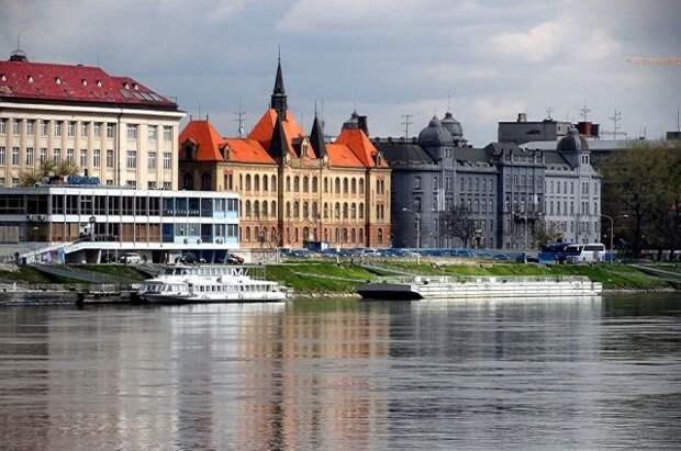 Словакия высылает трех дипломатов РФ из солидарности с Чехией