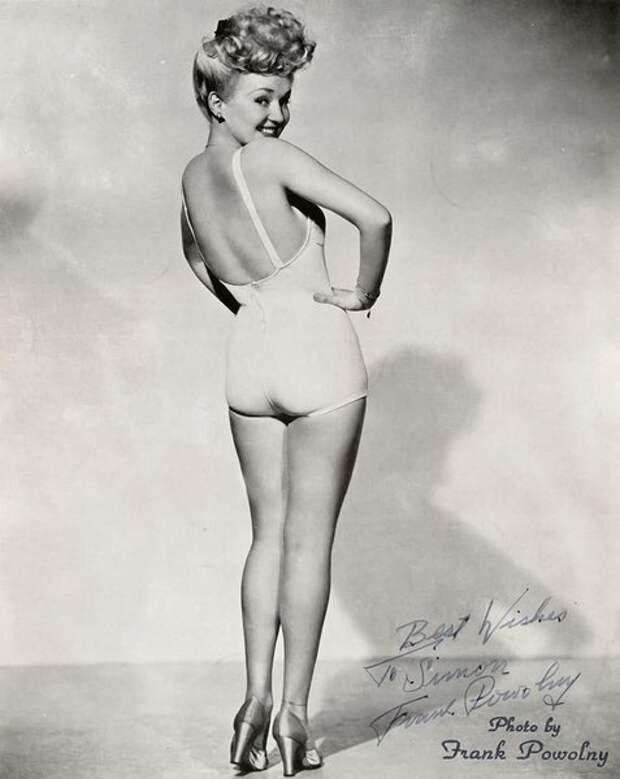 Знаменитый пин-ап с Бетти Грейбл, 1943 год (Wikimedia / Frank Powolny)
