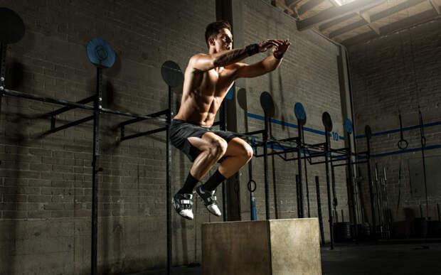 Работайте с тяжелыми весами Именно силовые тренировки приводят к повышению выработки тестостерона. Базовые упражнения, направленные на увеличения крупных групп мышц, малое количество повторений и максимальная нагрузка помогут вам быстрее почувствовать себя настоящим мужиком. Но не нужно отдавать занятиям всего себя: перетренированность легко приведет к стрессу — а в этом состоянии никакой тестостерон вырабатываться не станет.