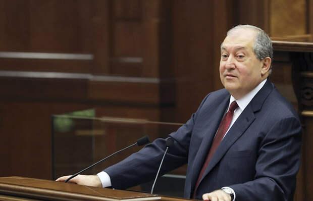 Президент Армении отказался подписывать указ Пашиняна