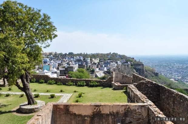Вид на деревню в форте Читторгарх