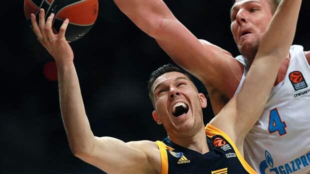 Российский клуб ответил наслова латвийского баскетболиста онеприятном запахе враздевалке: «Пахло унего изо рта»