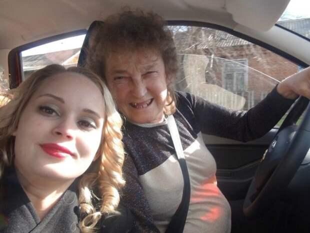 валентина гениальная с мамой в машине