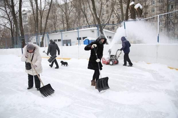 Неравнодушные жители Алтуфьевского присоединились к коммунальщикам