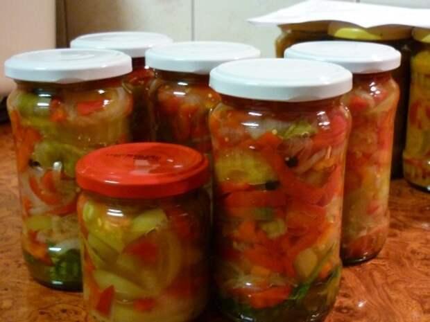 Яркий и вкусный салат из зеленых помидор на зиму