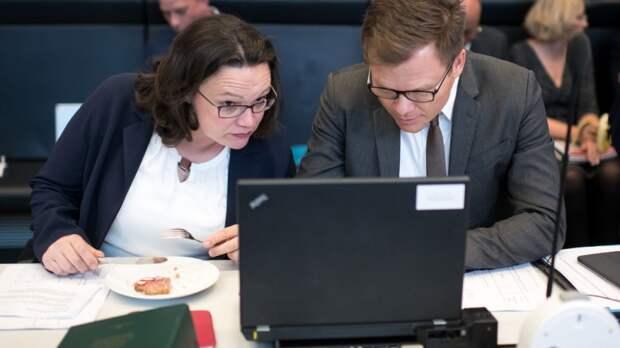 Просто устал: Эстонский депутат невовремя расслабился и опозорился на весь мир