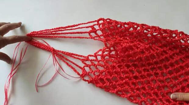 Мастерица купила клубки копеечных верёвок в ФиксПрайс, чтобы связать из них нужную вещь