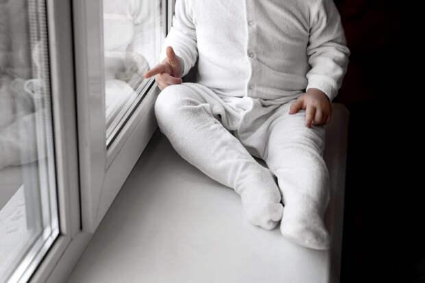 Жительница Новокузнецка поймала выпавшего из окна ребёнка