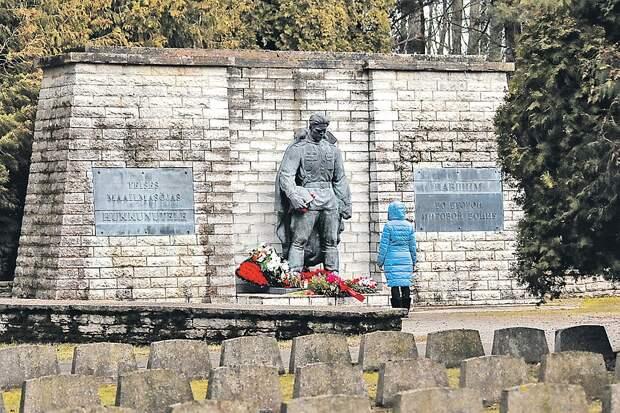 Русские в Эстонии: Ельцина ненавидим, Путина уважаем, беглым либералам из России не доверяем