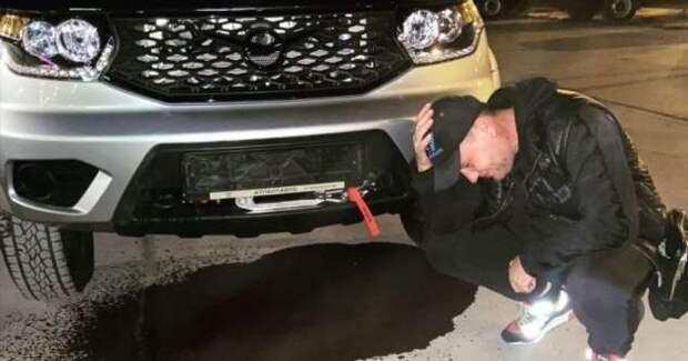 Владелец Mercedes, разругавшись с дилером, сжёг свою машину, стоимостью в 13 млн рублей (2 фото + 1 видео)