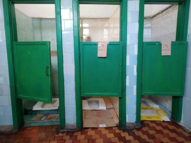Этот туалет надо оставить как музей