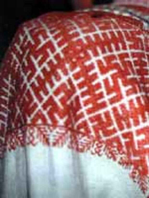 Свастика на Фрагменте рукава женской рубахи, конец XIX в. Тотемский район