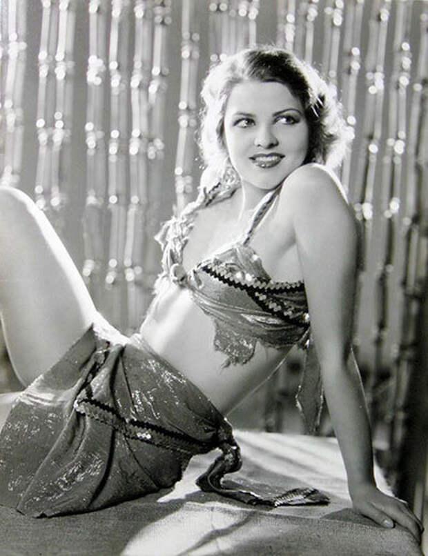 Роковая красавица 30-х годов Лилиан Бонд.