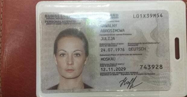 Немецкий паспорт Навальной – настоящий