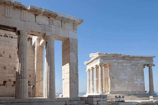 Власти Греции пообещали 14 мая пустить в страну российских туристов