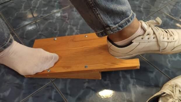 Оригинальное устройство для снятия обуви