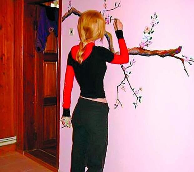 Элеонора во время учебы в Академической школе дизайна в 2009 году в Москве.
