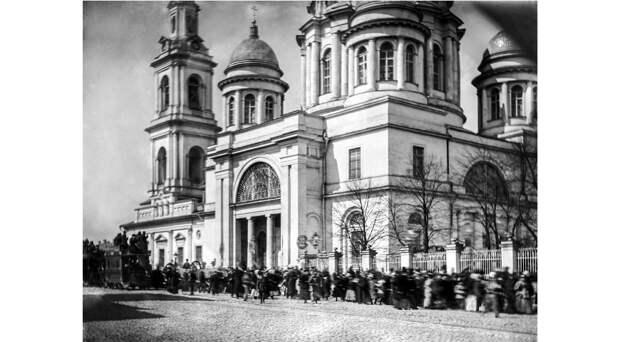 Когда у Кремля зажигали бенгальские огни и никто не ходил по кабакам. Пасха в Москве 150 лет назад