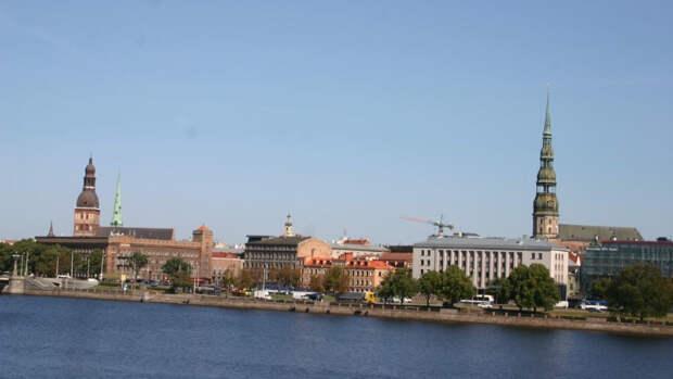 Латвия вышлет российского дипломата в знак солидарности с Чехией